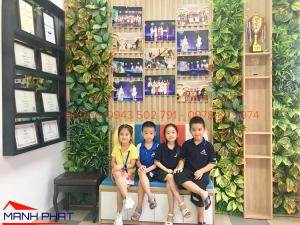 Tường cây giả tại trung tâm dạy đàn Việt Skill – Đông Anh